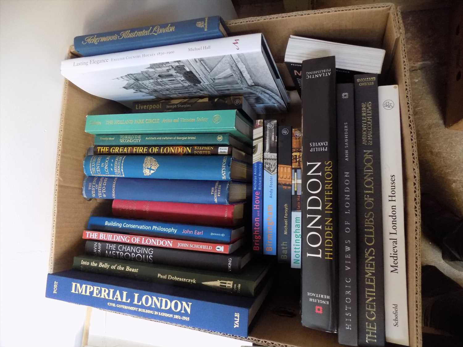 Lot 21-BOOKS ON LONDON, etc . Box.
