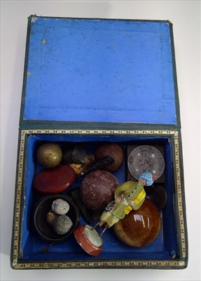 Lot 32-A small box and contents of assorted curios.