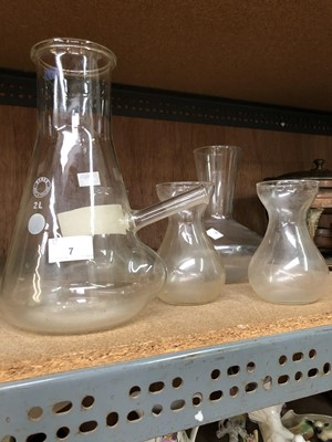 "Lot 7-A ""JENCONS Pyrex"" filtering flask and four..."