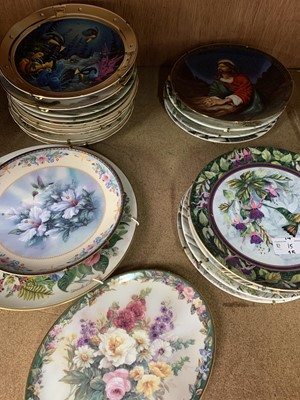 Lot 15-Twenty one collectable limited edition plates,...