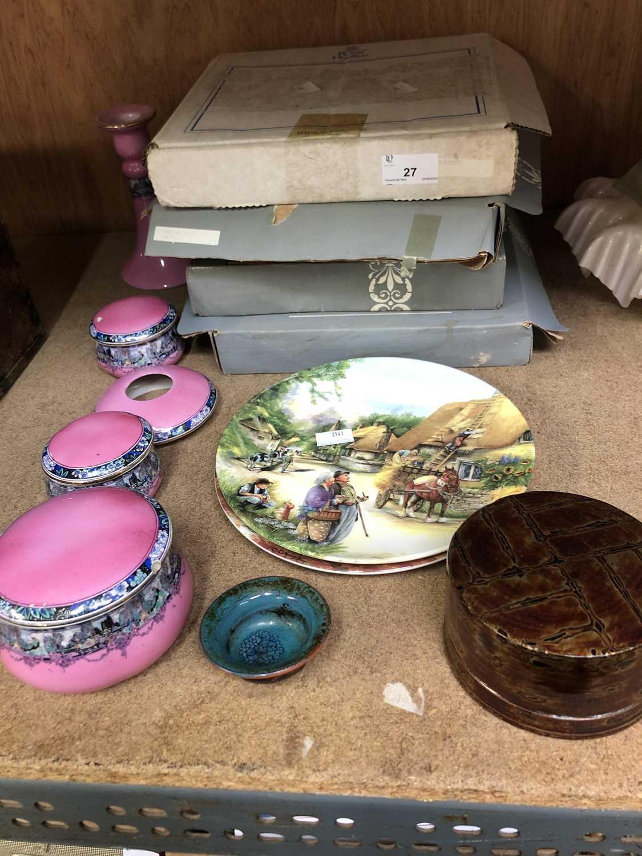 Lot 27 - Boxed Royal Doulton and Wedgwood plates and...