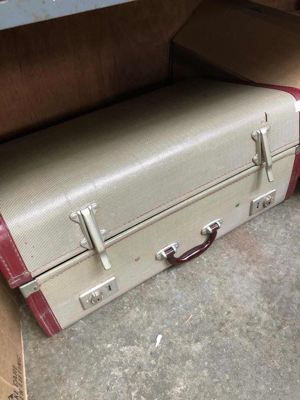 Lot 40 - A vintage traveller's suitcase.