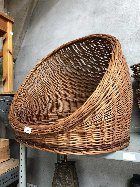 Lot 42 - A wicker pet basket