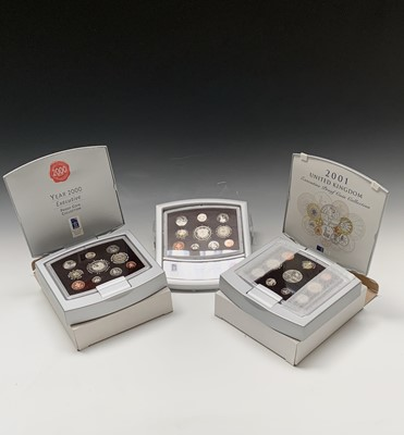 Lot 18 - UK proof coin sets. 2000 Delux Proof coin...