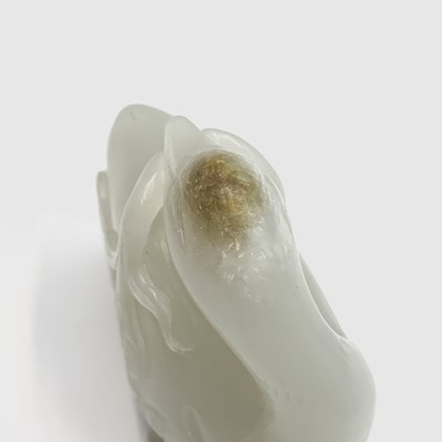 Lot 15-A fine Chinese white jade carving of a duck,...
