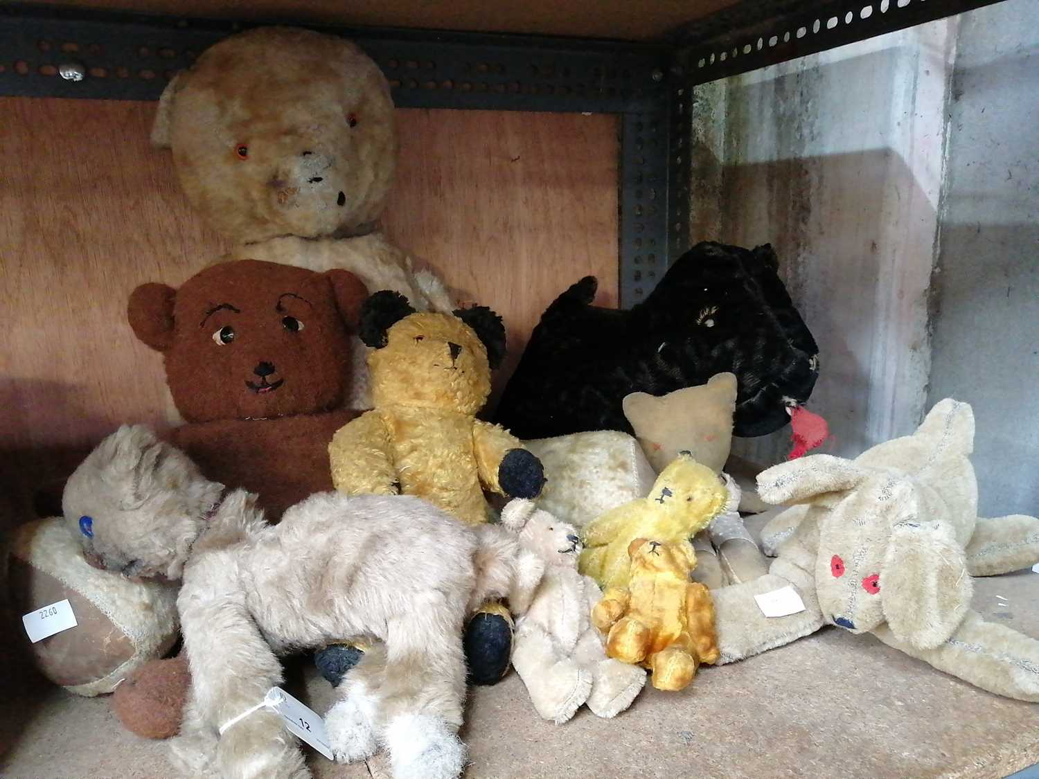 Lot 12-A good collection of vintage Teddy bears (10).