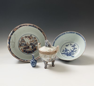 Lot 47-A Chinese blue and white porcelain bowl, 18th...