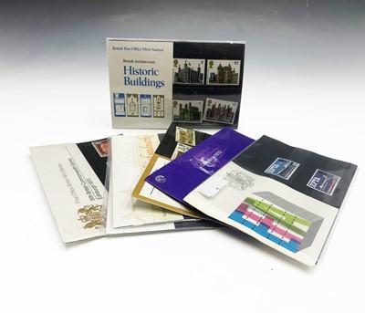 Lot 306 - GB Presentation Packs - A box containing...