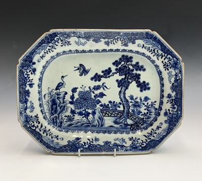 Lot 3 - A Chinese blue and white export porcelain...
