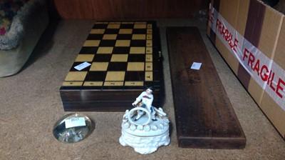 Lot 20 - Vintage harwood cribbage board, wood travel...