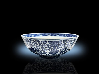 Lot 22 - A large Chinese blue and white porcelain...