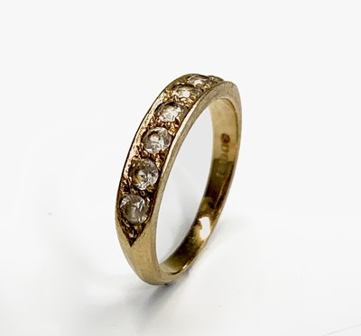 Lot 124 - An 18ct gold ring set a line of seven diamonds...