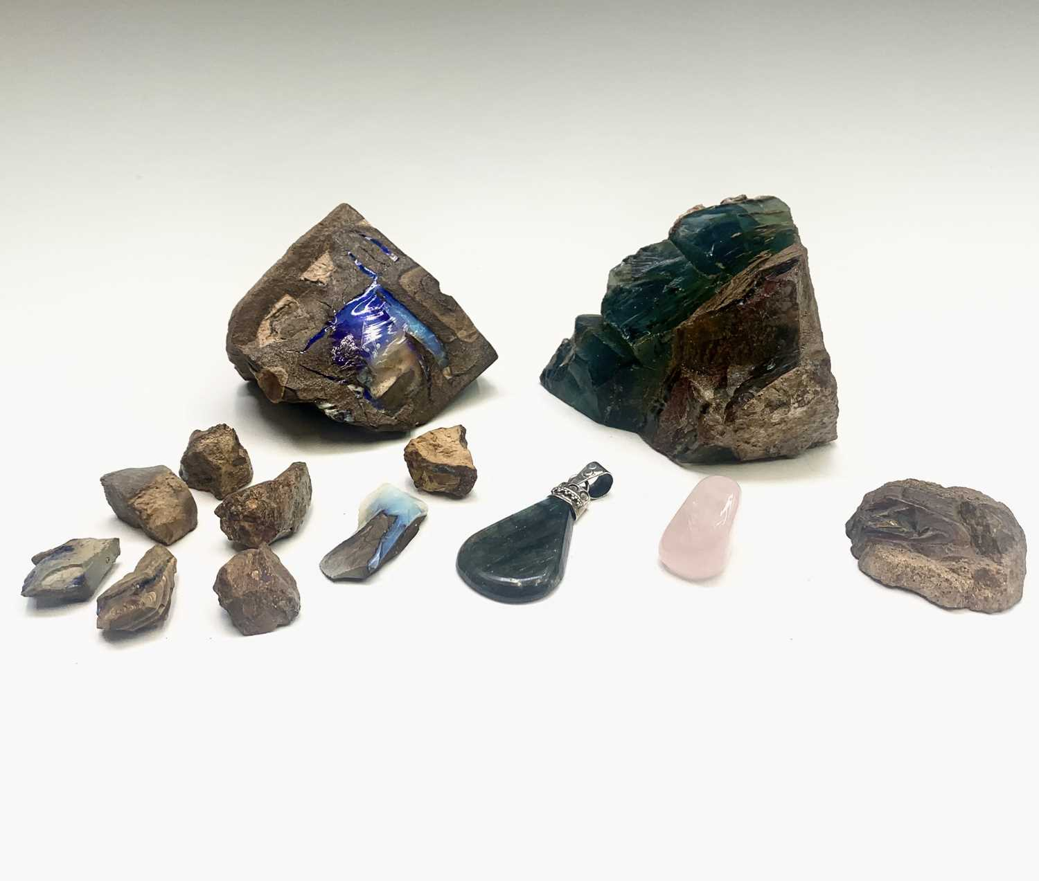 Lot 25 - Unpolished opals and a few other specimens 800gm