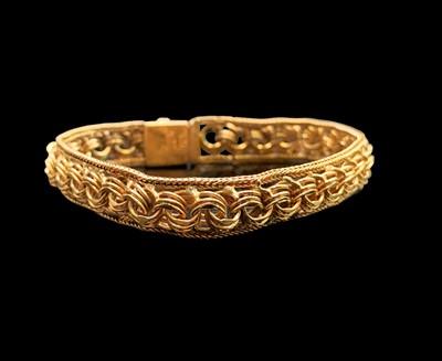 Lot 135 - A 9ct gold bracelet width 10.7mm 21.2gm