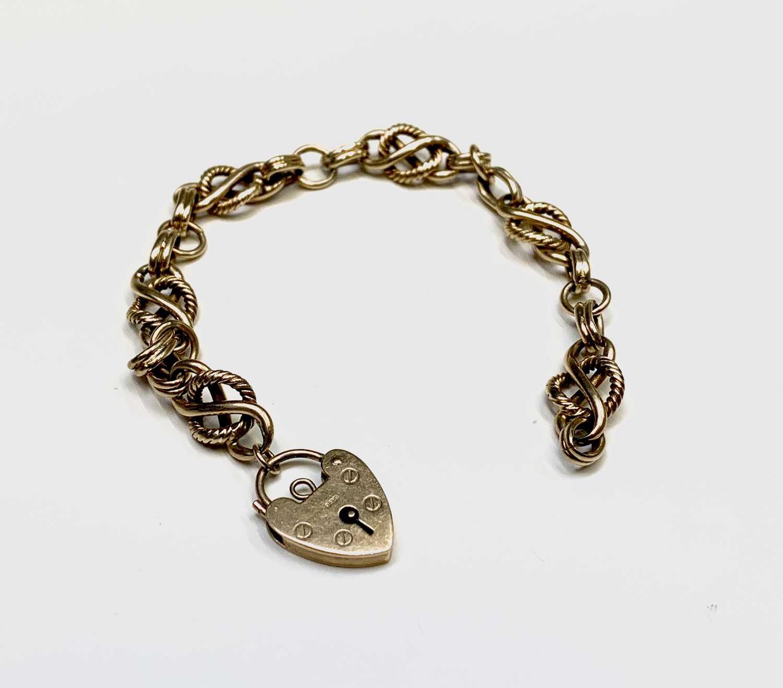 Lot 227 - A 9ct gold knot link bracelet 19.3gm