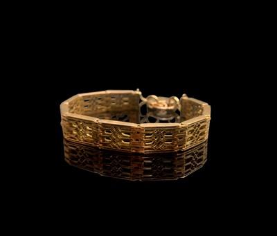 Lot 146 - A 9ct gold fretwork link bracelet 28.1gm