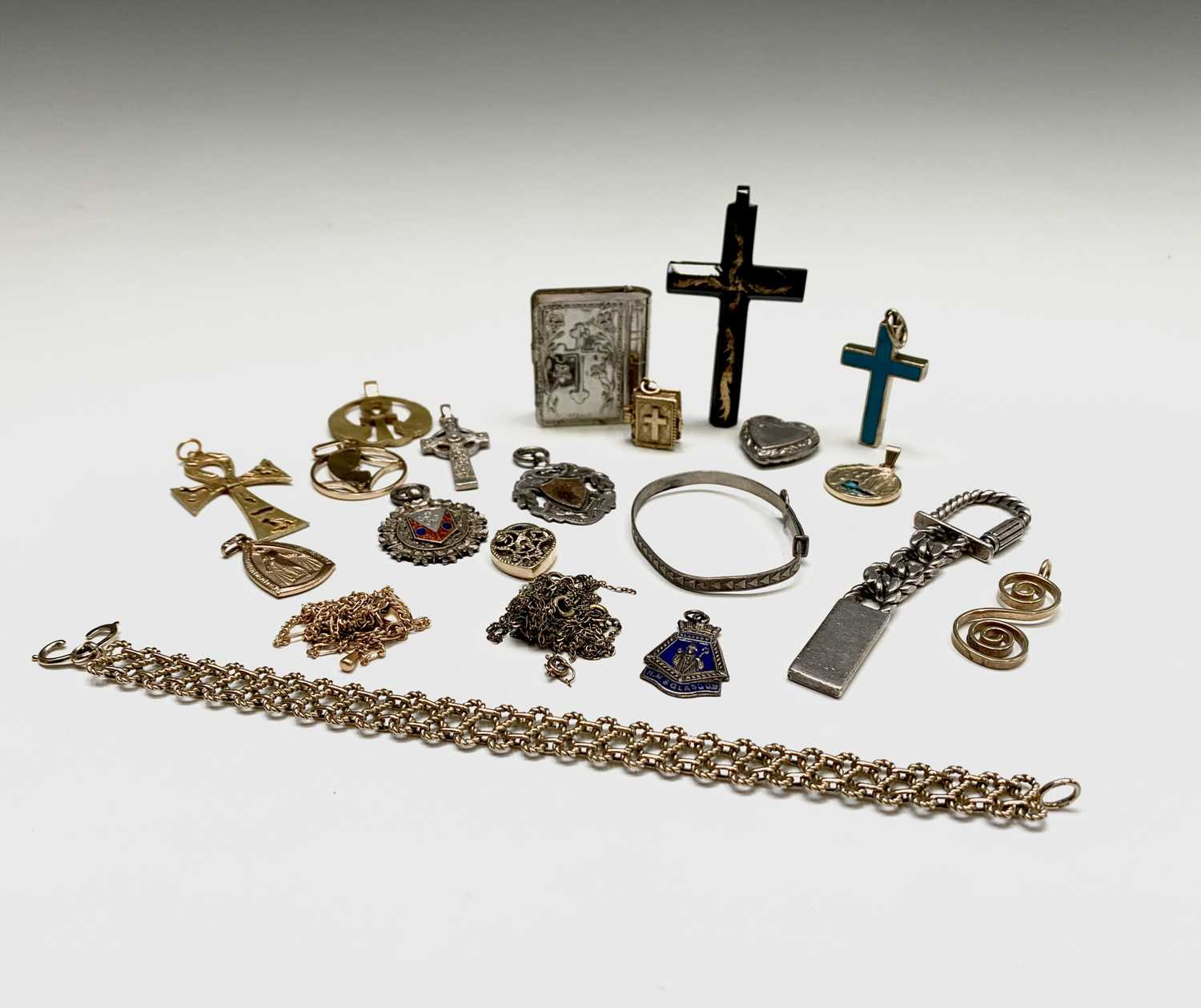 Lot 260 - Silver and other jewellery
