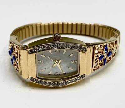 Lot 26 - Ladies gilt watches
