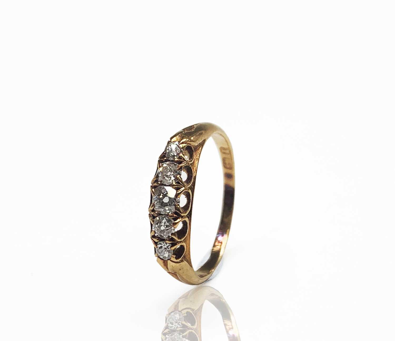 Lot 187 - An 18ct gold five stone diamond ring...