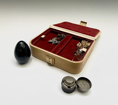 Lot 184 - A jewel box and contents including a stone egg