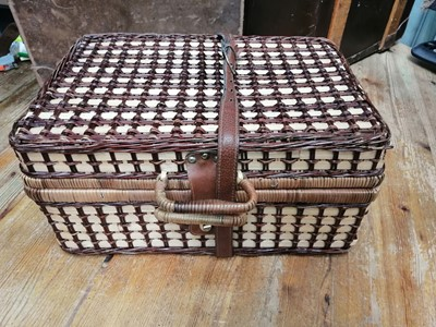 Lot 12 - A wicker picnic hamper.