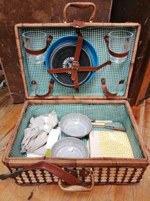 Lot 12 - A wicker picnic hamper.