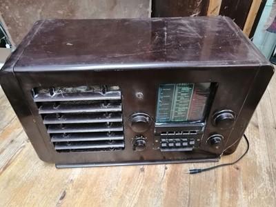 Lot 34 - An Ecko A23 valve radio.