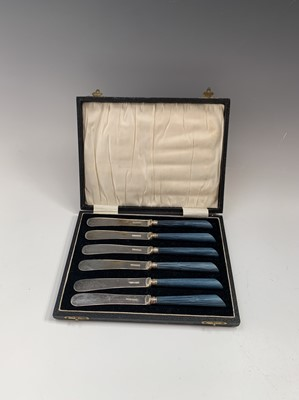 Lot 1066 - An Edwardian silver butter knife of unusually...