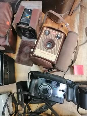 Lot 42 - A number of vintage cased cameras.