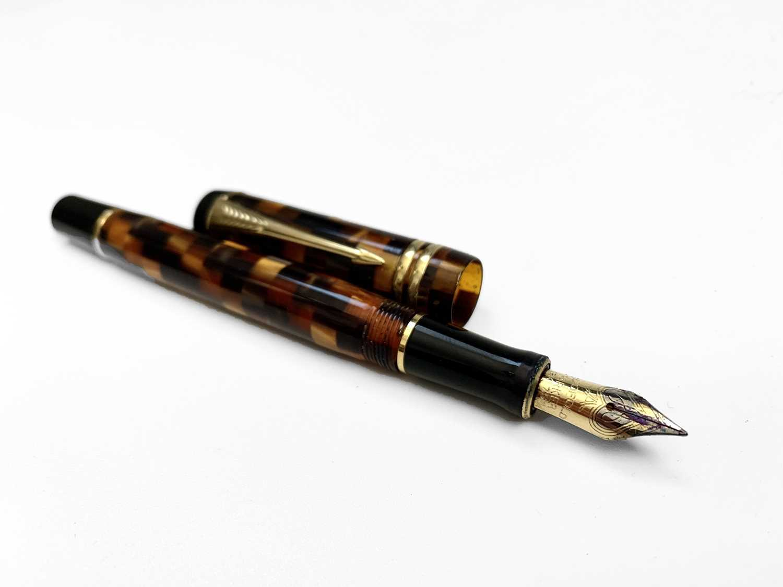 Lot 1085 - Parker Duofold International fountain pen in...