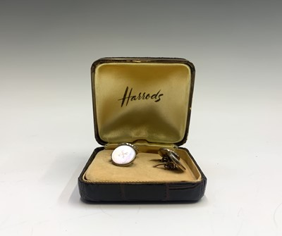 Lot 98 - A pair of mother of pearl cuff links in...