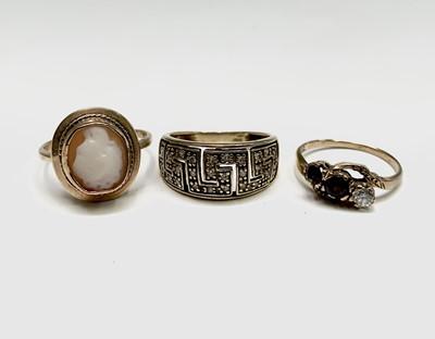 Lot 110 - Three 9ct gold rings 9.2gm