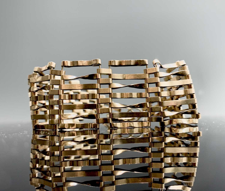 Lot 17 - Seven bar gate link 9ct gold bracelet with...