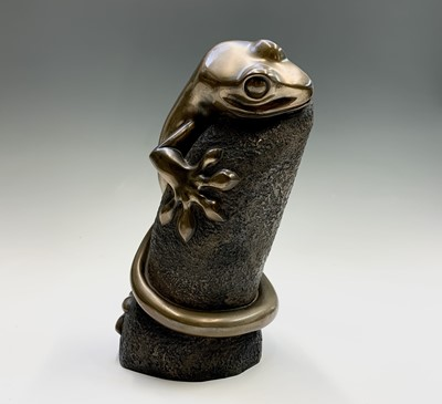 Lot 110 - Lawrence MURLEY Lizard Cold cast bronze Dated...