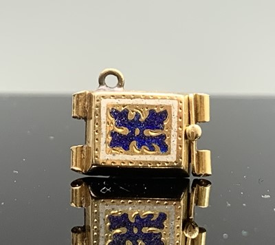 Lot 218 - An enamelled gold clasp 2.8gm 10 X 16MM