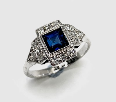 Lot 90 - An Art Deco 18ct white gold and platinum ring...