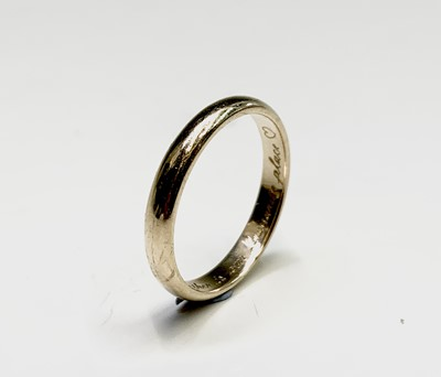 Lot 169 - A 9ct gold band 2.2gm
