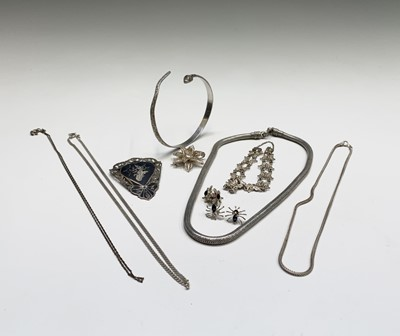 Lot 1031 - Silver jewellery. Filigree brooch and bracelet,...