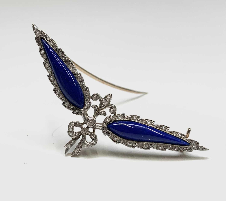 Lot 46 - A Belle Epoch diamond set brooch with wings of...
