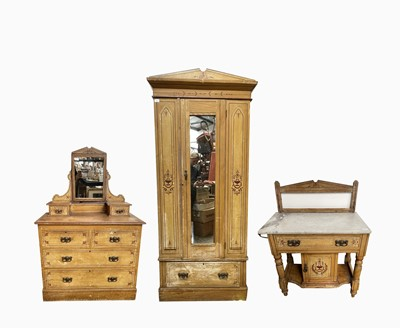Lot 88 - An Edwardian pine three piece bedroom suite,...