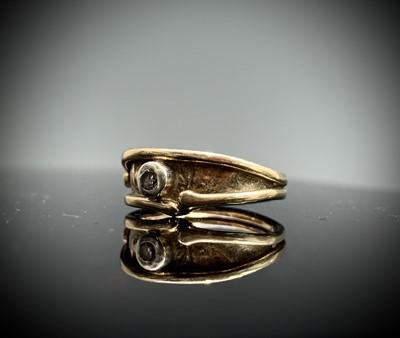 Lot 230 - A 9ct ring by Les Grimshaw set a diamond 3gm