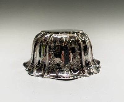 Lot 1045 - An Edwardian fluted and engraved silver sugar...