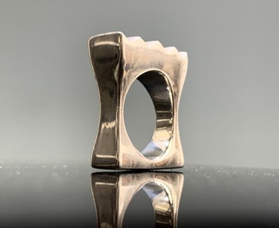 Lot 188 - A modern chunky silver ring of rectangular...