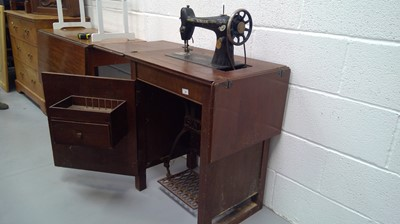 Lot 15 - Singer sewing machine and table, cast iron frame