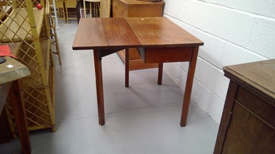 Lot 16 - George III Mahogany drop leaf table Height...