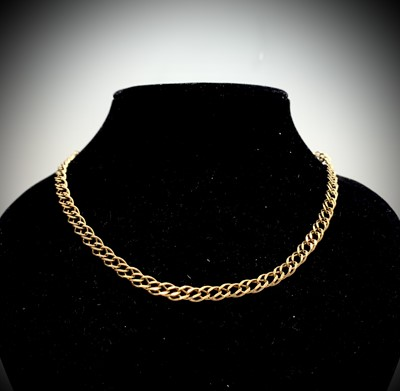 Lot 113 - A double curb link necklace 13gm