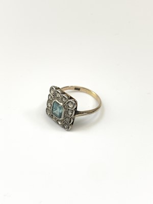 Lot 43 - A very pretty square set gold ring, the...