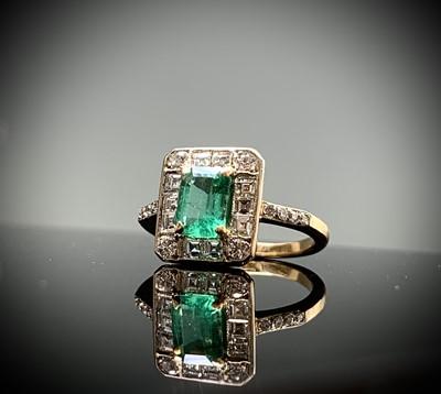 Lot 112 - An emerald and diamond ring the principal...