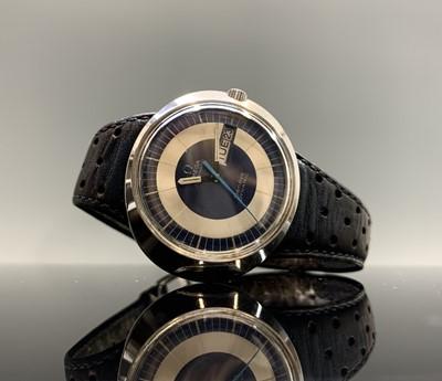 Lot 229 - An Omega Geneve Dynamic watch. Max width 42.2mm