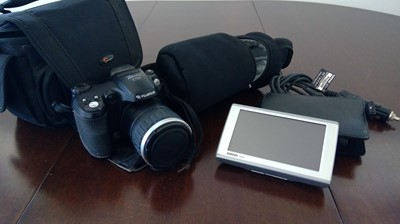 Lot 7 - Fujifilm Finepix S-5600 digital camera, and a...